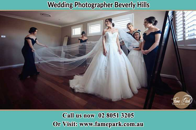 Photo of the Bride and the secondary sponsor preparing Beverly Hills NSW 2209