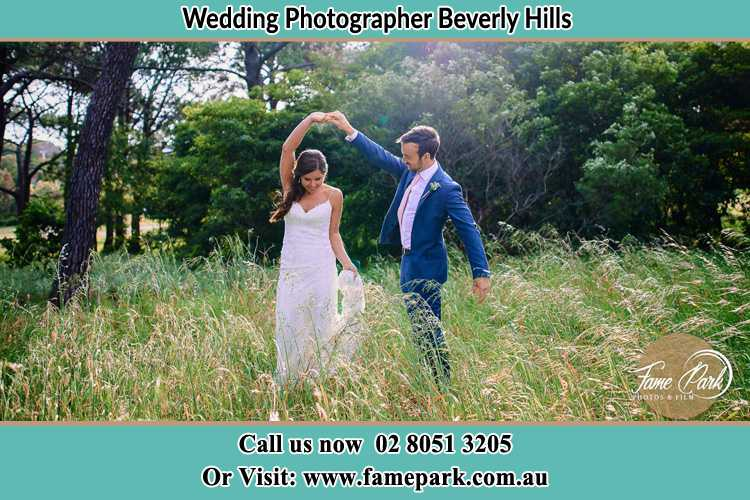 Photo of the Bride and the Groom dancing Beverly Hills NSW 2209
